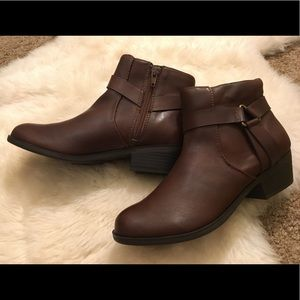Kenneth Cole Reaction Dolla Brown Booties